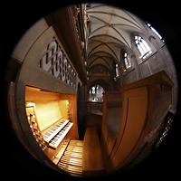 Freiburg, Münster unserer lieben Frau, Spieltisch der Langhausorgel, rechts das Rückpositiv und Blick in Richtung Chor