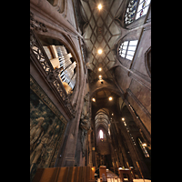 Freiburg, Münster unserer lieben Frau, Blick entlang der Chororgel ins Chorgewölbe und zur Michaelsorgel