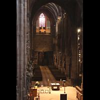Freiburg, Münster unserer lieben Frau, Blick vom Altar-Baugerüst zu Zentralspieltisch (links unten), zur Michaelsorgel und zur Langhausorgel (rechts)