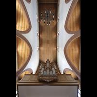 Basel, Predigerkirche (Truhenorgel), Blick zur Decke mit Silbermann-Orgel