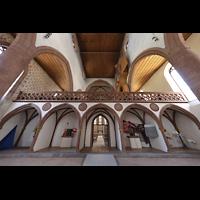Basel, Predigerkirche (Schwalbennestorgel), Lettner mit Blick zur Schwalbennestorgel