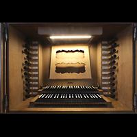 Basel, Predigerkirche (Truhenorgel), Spieltisch der Silbermann-Metzler-Orgel beleuchtet