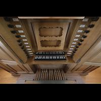 Basel, Predigerkirche (Schwalbennestorgel), Spieltisch der Silbermann-Metzler-Orgel perspektivisch
