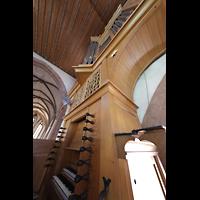 Basel, Predigerkirche (Truhenorgel), Schwalbennestorgel mit Spieltisch