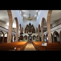 Basel, Peterskirche, Innenraum in Richtung Orgel
