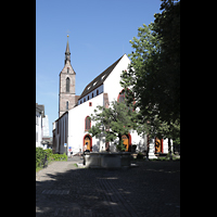 Basel, Peterskirche, Blick vom Petersplatz zur Kirche