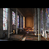 Basel, St. Antonius, Seitlicher Blick von der Orgelempore in die Kirche