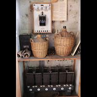 Basel, St. Antonius, Batterien und Säurebehälter des historischen Notstromaggregats