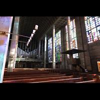 Basel, St. Antonius, Innenraum in Richtung Orgel seitlich