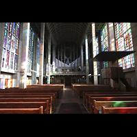 Basel, St. Antonius, Innenraum in Richtung Orgel