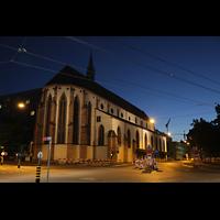 Basel, Predigerkirche (Schwalbennestorgel), Außenansicht bei Nacht