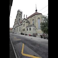 Fribourg (Freiburg), Cathédrale Saint-Nicolas (Hauptorgel), Außenansicht schräg vom Chor aus