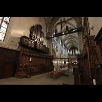 Fribourg (Freiburg), Cathédrale Saint-Nicolas (Hauptorgel), Blick vom Chorraum in die gesamte Kathedrale mit beiden Orgeln