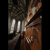 Fribourg (Freiburg), Cathédrale Saint-Nicolas (Hauptorgel), Blick vom Spieltisch der Chororgel in den Chorraum
