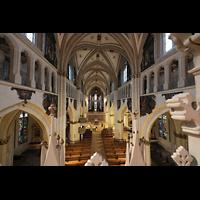 Fribourg (Freiburg), Cathédrale Saint-Nicolas (Hauptorgel), Blick von der Orgelempore in die Kathedrale