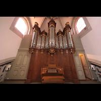 Vevey, Temple Saint-Martin, Orgel mit Spieltisch (unbeleuchtet)