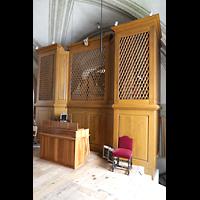 Luzern, Hofkirche St. Leodegar (Große Orgel mit Echowerk), Walpenorgel von hinten mit Spieltisch