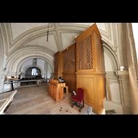 Luzern, Hofkirche St. Leodegar (Große Orgel mit Echowerk), Walpenorgel von hinten mit Spieltisch und Blick in den Hauptschiff-Chor