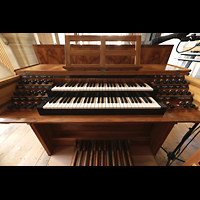 Luzern, Hofkirche St. Leodegar (Große Orgel mit Echowerk), Spieltisch der Walpenorgel