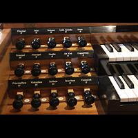Luzern, Hofkirche St. Leodegar (Große Orgel mit Echowerk), Linke Registerstaffel am Spieltisch der Walpenorgel