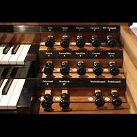 Luzern, Hofkirche St. Leodegar (Große Orgel mit Echowerk), Rechte Registerstaffel am Spieltisch der Walpenorgel