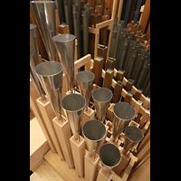 Luzern, Hofkirche St. Leodegar (Große Orgel mit Echowerk), Pfeifen des Sousaphone 32' und Euphonium 16' im Echowerk