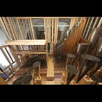 Luzern, Hofkirche St. Leodegar (Große Orgel mit Echowerk), Pfeifenkammer des Echowerks, links der Flügeltremulant