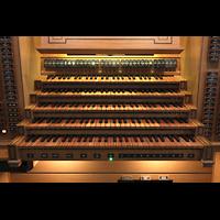 Luzern, Hofkirche St. Leodegar (Große Orgel mit Echowerk), Manuale und mittlere Registerstaffel am Spieltisch der Hauptorgel