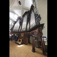 Luzern, Hofkirche St. Leodegar (Große Orgel mit Echowerk), Hauptorgel mit Spieltisch seitlich (unbeleuchtet)