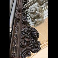 Luzern, Hofkirche St. Leodegar (Große Orgel mit Echowerk), Kunstvolle Holzschnitzereien am Gehäuse der Hauprrogel