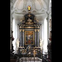 Luzern, Hofkirche St. Leodegar (Große Orgel mit Echowerk), Chorraum mit Hochaltar von der Orgelempore aus gesehen