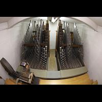 Luzern, Hofkirche St. Leodegar (Große Orgel mit Echowerk), Pfeifen im Fernwerk uner dem Dach mit Regenmaschine von 1862