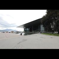 Luzern, KKL - Kultur- und Kongresszentrum, Außenansicht mit Vierwaldstätter See vom Europaplatz aus