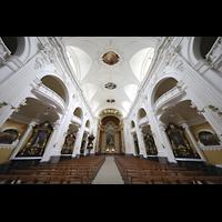 Schwyz, St. Martin, Innenraum in Richtung Chor