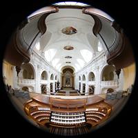 Schwyz, St. Martin, Gesamter Innenraum mit Spieltisch und Orgel