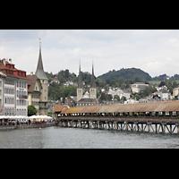 Luzern, Hofkirche St. Leodegar (Große Orgel mit Echowerk), Blick auf die Kapellbrücke und die Hofkirche
