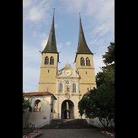 Luzern, Hofkirche St. Leodegar (Große Orgel mit Echowerk), Fassade der Hofkirche bei Abend