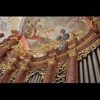 Luzern, Jesuitenkirche St. Franz Xaver (Hauptorgel), Vergoldete Figuren auf dem Orgelprospekt