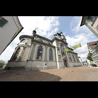 Frauenfeld, Kath. Stadtkirche St. Nikolaus, Kirche Außenansicht schräg mit Chor