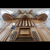 Frauenfeld, Kath. Stadtkirche St. Nikolaus, Orgel mit Spieltisch perspektivisch