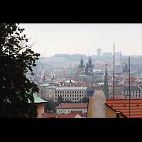 Praha (Prag), Bazilika sv. Jakuba (St. Jakob), Hauptorgel, Blick von der Prager Burg auf die Teyn- und Jakobskirche