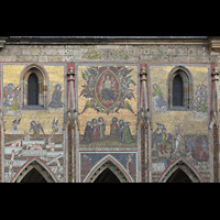 Praha (Prag), Katedrála sv. Víta (St. Veits-Dom), Querhausorgel, Glasmosaik über der goldenen Pforte am südlichen Querhaus