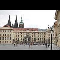 Praha (Prag), Katedrála sv. Víta (St. Veits-Dom), Querhausorgel, Burgplatz mit überragenden Türmen des Veitsdoms