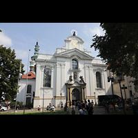 Praha (Prag), Klášter Bazilika Nanebevzetí Panny Marie (Klosterkirche), Hauptorgel, Fassade der Klosterkirche, rechts das Bibliotheksgebäude