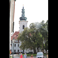 Praha (Prag), Klášter Bazilika Nanebevzetí Panny Marie (Klosterkirche), Hauptorgel, Außenansicht mit Türmen seitlich
