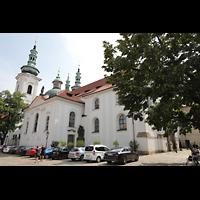Praha (Prag), Klášter Bazilika Nanebevzetí Panny Marie (Klosterkirche), Hauptorgel, Klosterkirche mit Türmen, Kuppel und Fassade von der Klosterbrauerei St. Norbert aus gesehen