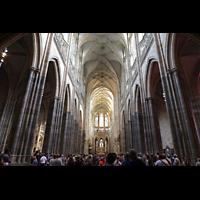 Praha (Prag), Katedrála sv. Víta (St. Veits-Dom), Querhausorgel, Hauptschiff in Richtung Chor