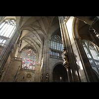 Praha (Prag), Katedrála sv. Víta (St. Veits-Dom), Querhausorgel, Vierung in Richrung südliches Querhaus