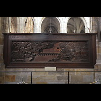 Praha (Prag), Katedrála sv. Víta (St. Veits-Dom), Querhausorgel, Flucht König Friedrichs von der Prager Burg in die Altstadt, Eichenrelief-Schnitzerei von Bechteler