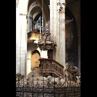 Praha (Prag), Katedrála sv. Víta (St. Veits-Dom), Querhausorgel, Blick vom Nepomuksgrab zur Kanzel und zur Querhausorgel